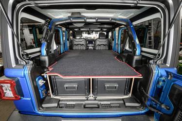 Im Jeep Wrangler JKU ist genug Platz für den Innenausbau: 1,87 m Länge,1,35 m Breite,72 cm Höhe bis zum Dach