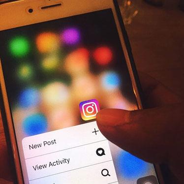Smartphone Instagram App neuer Post