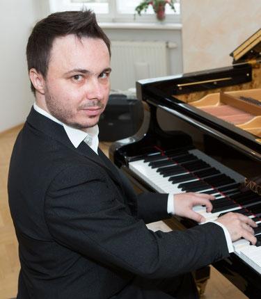 Aris Feslikidis, Klavier