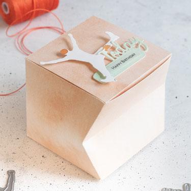 Gestauchte Würfelbox