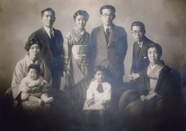 堀辰雄と家族の写真