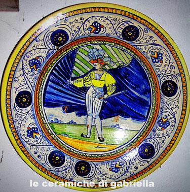 piatto di ceramica maiolica antica