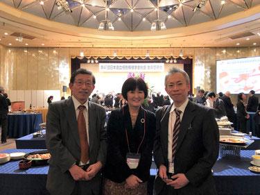 3/8   CAEBV研究においての指導者、メンターである河敬世先生(左)共同研究者の澤田明久先生(右)と、第41回日本造血細胞移植学会総会 懇親会にて。お二人は大阪母子医療センターにおいて、世界のCAEBVの治療を常にリードし続けていらっしゃいます。