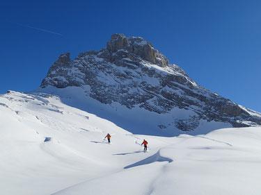 Grand ski à la descente