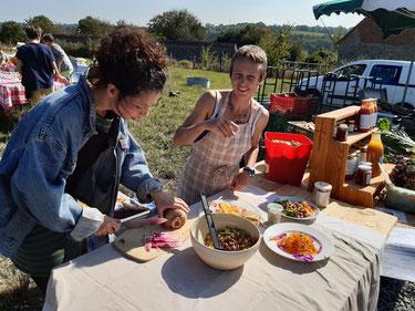 Assiettes de légumes et fleurs d'Herbalou : Beaucoup de monde sous ce soleil de septembre pour des échanges très sympas