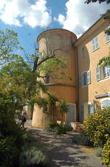le château Raphélis abrite la mairie