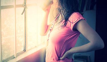 腰痛の女性 イメージ