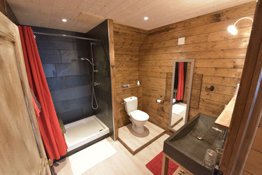 Cliquer pour visiter la salle de bains en vidéo