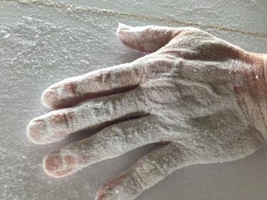 BOSSの手~ いつも粉まみれ、オツカレサマデス^_^;