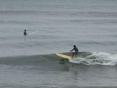 少し引っ張る波でしたが十分乗れてましたよ! KJさん