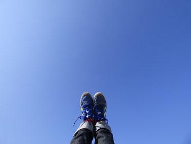 AYカメラマン  題して、靴と空 ??