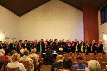 Viva la musica beim gemeinsamen Singen mit dem Hanns-Eisler-Chor in Dresden, Stadtteil Prohlis