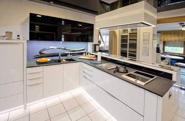 Sehen Sie selbst, wie schön und individuell von uns geplante Küchen aussehen.