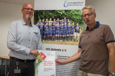 Thomas Gerding (links) mit Gerd Sett (Teamleiter CAD/PLM bei Hettich)