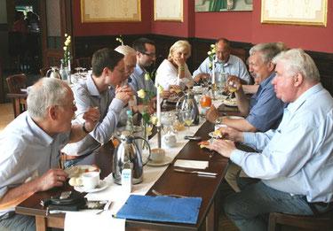 Die Gäste diskutierten interessiert die neuen Initiativen im Landtag.