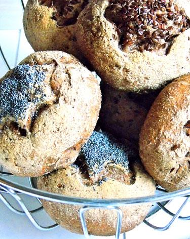 glutenfreie Brötchen aus Schär Mehl mit Mohn und Leinsamen