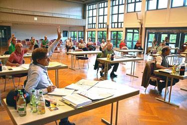 Einstimmig hat sich der Gemeinderat Dotternhausen dafür ausgesprochen, bis 31. Juli einen neuen Zusatzvertrag zum Kalksteinabbau auf dem Plettenberg abzuschließen. Dazu wollen sich die Gemeinde und die Firma auch in weiteren Punkten einigen.Foto: Visel Fo