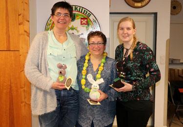 von links: 3. Platz Angelika Gritzan, Eierkönigin Nicole Adomeit, 2. Platz Isabell Markmann