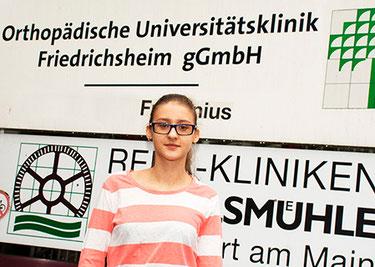 Nadyia wurde von Prof. Rauschmann und seinem Team unentgeltlich an einer Wirbelsäulenverkrümmung operiert