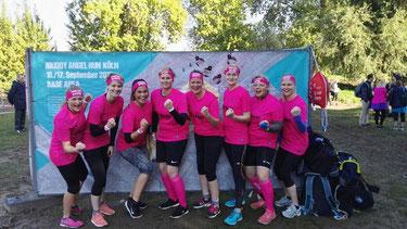 Damenmannschaft beim Muddy Angel Run in Köln