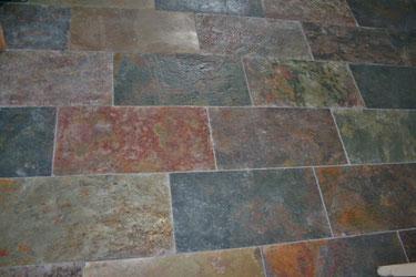 Schieferplatten 60/30 cm Oberfläche rauh; verlegt in einer Küche in  Groß Schoritz, Rügen