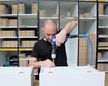 ©Coulidoor, usine et production française - assemblage d'un meuble