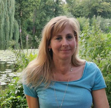 Martina, Iyengar® Yogalehrerin und Begleiterin für körperlich seelische Schmerzlösungsprozesse