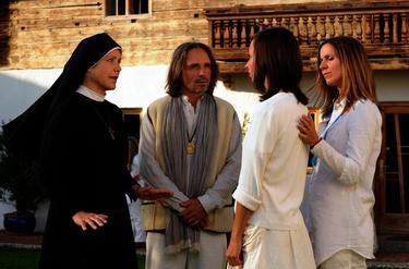 Szenenbild ©  Barbara Bauriedl /ARD. 2te von rechts: Anna-Sophia Eder
