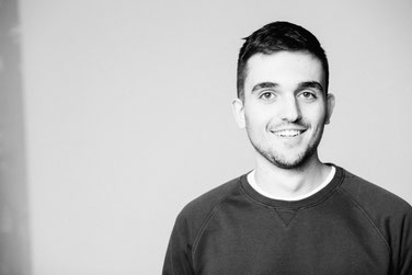 Niklas Imhof ist freier Texter, Copywriter und Werbetexter in Köln. Er stammt aus Frankenberg/Eder.