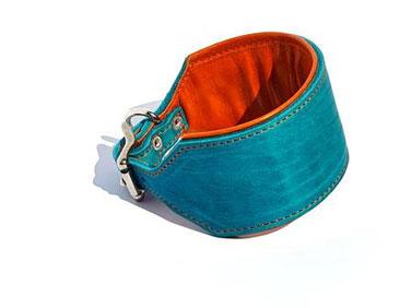 Lederhalsband für Windhunde in türkis mit Polster und Futterleder in Orange und Edelstahlverschluß von Bolleband Handarbeit