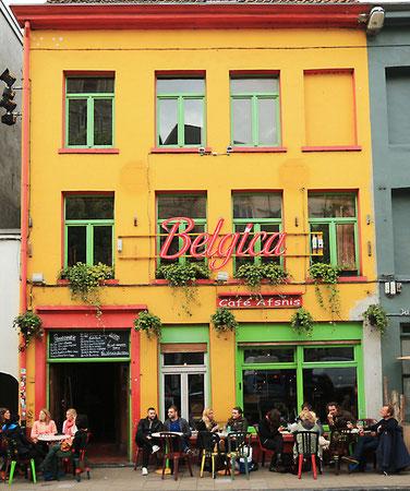 Belgische Gemütlichkeit im Cafe Afsnis am Rande des Trödelmarktes.