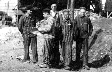 KZ-Häftlinge eines Ölschieferwerkes (Schömberg), 1945