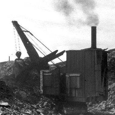Dampfbagger eines Wüste-Werkes, 1947 in Frommern noch in Betrieb. (Seeger-Press, Albstadt)
