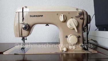 Dürkopp 422, Automatik-Flachbettnähmaschine mit Unterbaumotor, fest installierter Schablonenblock, Hersteller: Dürkoppwerke AG Bielefeld 1962 (Bilder: N. Böning)