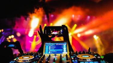 DJ Chris Bernard in München Dahoam, Denon DJ Technik auf der Party
