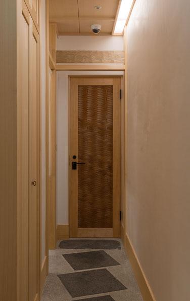 屋久杉ドア