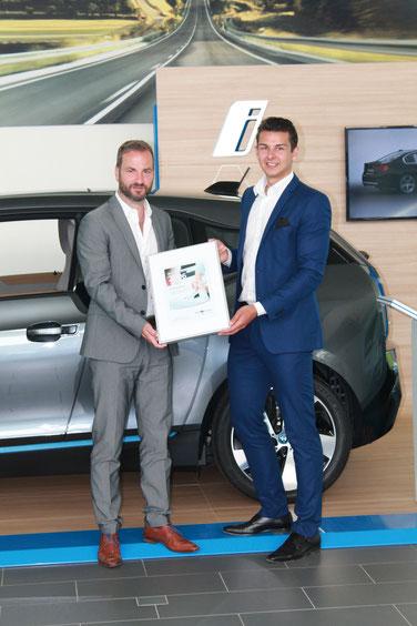 Überreichung der Auszeichnung an Jürgen Pöllner von BMW Vogl