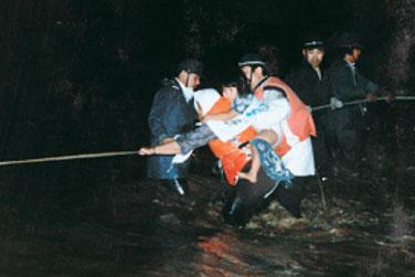 千歳川支川、漁川(恵庭市)での住民救出の瞬間