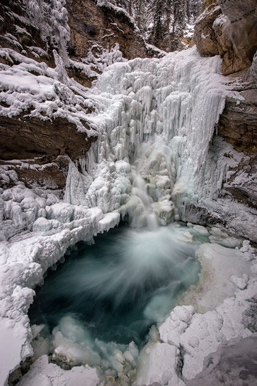 Frozen waterfall in Johnston Canyon @InAFaraway_Land