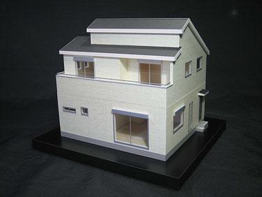 2種類の屋根勾配が特徴的な住宅模型