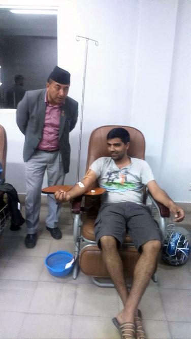 Ghopy spendet Blut fürs Kind