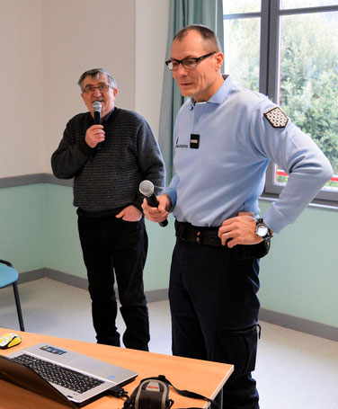 Jean Chevalerias adjudant-chef, commandant de la brigade de gendarmerie de Vitré et Jean-Pierre Mounier