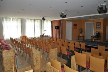 Theateraufbau der Platten-Adlers im Saal