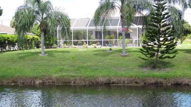 Villa Catch the Sun - Blick auf die Villa vom anderen Kanalufer