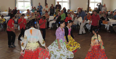 Voller Freude tanzten die Jungen und Mädchen und begeisterten die zahlreichen Gäste aus Nah und Fern