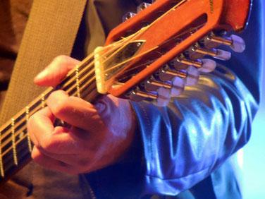 Fritz Puppel, nicht nur sein Hut ist sein Markenzeichen, was er seinem Instrument für Töne entlockt, kann schon einmal eine Gänsehautfeeling bringen