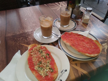 Frühstück in der Bar Cosmi in Santa Eulalia