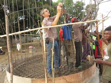 Armierung für das Reservoir wird angebracht