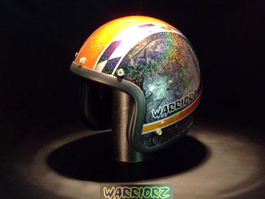 カスタムペイント ヘルメット、ラップ塗装をベースにキャンディーとレインボーフレーク塗装できめたジェットヘル