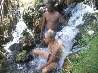 Sources d'eau chaude de Doho toujours en bordure du terrain